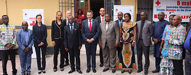 Le président du CICR, Peter Maurer visite la Croix-Rouge/RDC : un geste de motivation pour les volontaires.