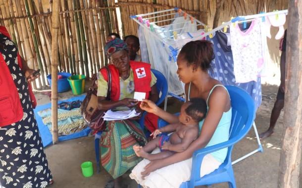 Visite à domicile pour la vaccination contre la poliomyélite dans la province de l'équateur