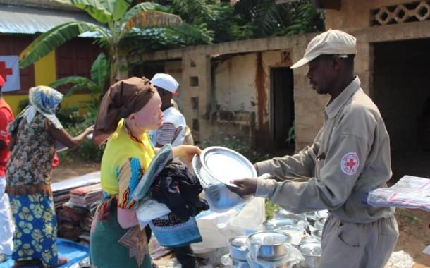 Assistance humanitaire des déplacés du kasaï basés à kikwit par la Croix-Rouge de la RDC