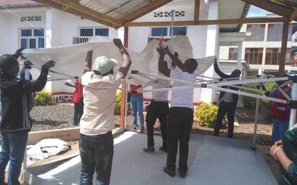 Installation des bulles d'isolement dans les centres de santé Croix-Rouge de la RDC dans la province du Sud-Kivu